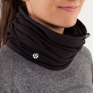 NWT Lululemon Run Fast Neck Warmer